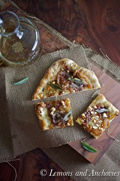 Caramelized Onion, Feta and Sage Pizza. Just add a carafe of wine for a nice bistro-style dinner at home. Quiches, Feta Cheese Pizza, Onion Pizza Recipe, Flatbread Pizza Recipes, Onion Tart, Caramelized Onions, Quesadillas, Vegetarian Recipes, Food Porn