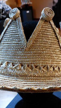 """Name of the hat: """"The crown of straw"""" !! Titolo dell'opera: 'La corona di paglia' !  Author: Ferruccio Vecchi. #HatsDistrict"""