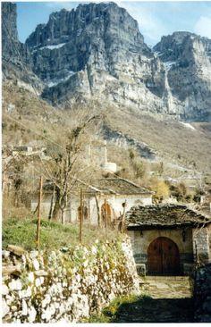 Πάπιγγο - Papingo Epirus,Greece Places In Greece, Cool Photos, Amazing Photos, Greece Travel, Dream Vacations, Travel Inspiration, Landscape, City, Owls