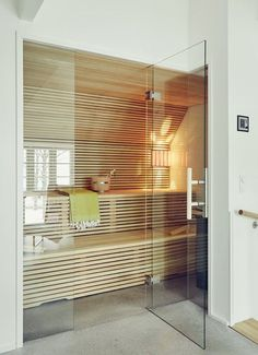 A house sauna may likewise help your friends and family keep healthy and loose. It's a handy and cheap technique to get pleasure from a resort life-st. Basement Sauna, Basement Workout Room, Workout Room Home, Sauna Room, Sauna Design, Home Gym Design, Design Design, House Design, Modern Saunas