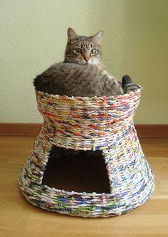DIY : Créer une cabane pour chat en pages de magazines recyclées