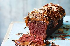 Seriously healthy chocolate beetroot cake A healthy twist on everyone's favorite, Jamie Oliver wins, hands-down, with this chocolate beetroot cake recipe. Cereal Recipes, Cake Recipes, Dessert Recipes, Beetroot Cake Recipe, Beetroot Recipes, Healthy Chocolate, Chocolate Cake, Chocolate Recipes, High Tea