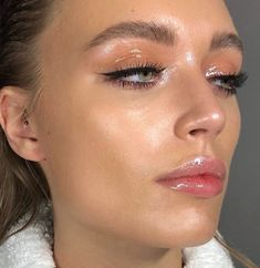Pinterest: DEBORAHPRAHA ♥️ wet skin highlighted natural makeup look