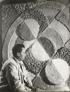 Henri Florence (1893-1982) Portrait de Robert Delaunay, 1934 Florence Henri, Robert Delaunay, Experimental Photography, Muse Art, Portraits, Artist Art, Oeuvre D'art, Les Oeuvres, Monochrome