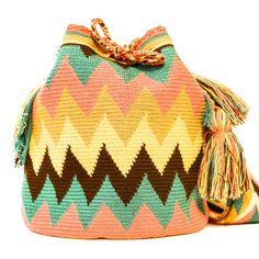 wayuu boho bags with crochet Tapestry Crochet Patterns, Crochet Purse Patterns, Crochet Handbags, Crochet Purses, Mochila Crochet, Knit Crochet, Crochet Hats, Crochet Decoration, Tapestry Bag