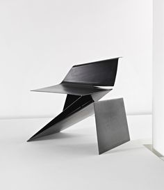 Modern Furniture // Prototype Origami chair by Philip Michael Wolfson Metal Furniture, Unique Furniture, Contemporary Furniture, Furniture Design, Origami Chair, Origami Furniture, Tole Pliée, Bureau Design, Origami Design