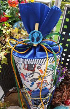**Die perfekte Schultüte **- Unikat  Diese wunderschöne Schultüte aus einem wunderbaren Stoff ist ein tolles Geschenk zur Einschulung. Du möchtest keine Nullachtfünfzehn Schultüte für dein Kind,...