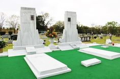 The country music legend's grave was surrounded by artificial turf after fans kept plucking out the grass. Country Concerts, Country Music, Oakwood Cemetery, Commerce Street, Montgomery Alabama, Astro Turf, Grand Ole Opry, Main Street, Statue Of Liberty