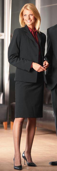 classic Business Dresses, Business Outfits, Office Outfits, Business Wear, Office Attire, Office Fashion, Retro Fashion, Womens Fashion, Pinstripe Suit Women