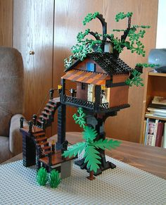 https://flic.kr/p/7oVgVx   Treehouse01   This is my very first original Lego project. I did it about a year and a half ago - mid 2008.