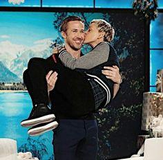Ryan on DeGeneres show Ryan Gosling, Ellen Degeneres Show, Eva Mendes, Backstreet Boys, Online Fashion Boutique, Actor Model, Famous People, Actors & Actresses