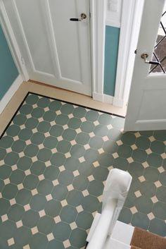 Winckelmans Dot & Octagon tile close-up: Pale Green Octagon 15x15 cm + White dots 5x5 cm