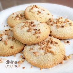 Estas galletas de queso crema y almendras son deliciosas y fáciles de preparar. Tienen una textura a la vez crujiente y jugosa. Cupcakes, Cupcake Cookies, Coconut Cookies, Healthy Cookies, Muffins, Cuban Recipes, Sweet Recipes, Cookie Recipes, Dessert Recipes