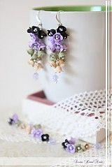 * ručne modelované náušničky z profesionálnej šperkárskej hmoty, lupienok po lupienku* jemné nežné zvončeky snehovo bielej farby, v ktorých sú vsadené drobné sklenené perličky* vhodné a...