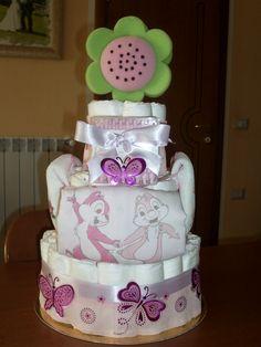 Diaper cake - Torta di pannolini con tutina neonato e bavaglini