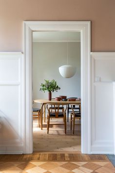50 Best Modern Dining Room Design Ideas - Home Decorating Inspiration Classic Home Decor, Classic Interior, Room Interior Design, Dining Room Design, Scandinavian Home Interiors, Dining Room Curtains, Classic Dining Room, Beautiful Dining Rooms, Modern Kitchen Design