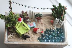 beach themed Fairy garden - só cute .. let's see wether I can bring home some miniature beach / sea / lighthouse accessories home from my beach vacation =) #miniaturefairygardens