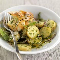 Kartoffelsalat mit großen Garnelen