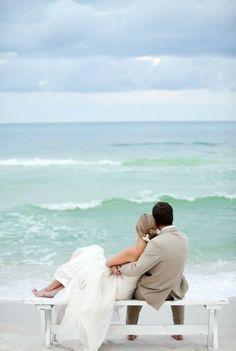 http://inredningsvis.se/brollop-pa-inredningsvis/  Wedding by the sea