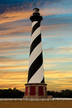 Cape Hatteras Lighthouse on the Outer Banks of North Carolina. Lighthouse Lighting, Lighthouse Pictures, Lighthouse Painting, North Carolina Lighthouses, Traverse City Michigan, Cape Hatteras Lighthouse, Surreal Photos, Beach Cottages, Nature Pictures