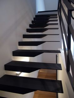 Suspended stainless steel stairs. Carlo Salvagnin Architetto.