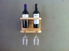 Suporte para 2 vinhos e taças Mais Wine Glass Rack, Wine Rack Wall, Glass Bottles, Wine Gadgets, Wine Rack Design, Wine Rack Plans, Wine Caddy, Rustic Wine Racks, Wine Craft