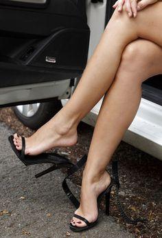 Sexy legs #hothighheelslegs #highheelslegs