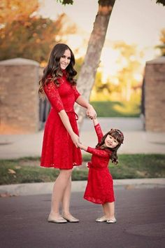 10 cutest mom and baby Christmas dress matching pair using a suitable color combination for this holiday by mixture of red and green color. Mom Daughter Matching Outfits, Mom And Baby Outfits, Mommy And Me Dresses, Mom Dress, Family Outfits, Girls Dresses, Lace Dresses, Bride Dresses, Pyjamas Assortis