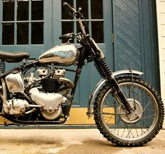 Lovely old triumph scrambler! Vintage Bikes, Vintage Motorcycles, Custom Motorcycles, Custom Bikes, Triumph Scrambler, Scrambler Motorcycle, Triumph Motorcycles, Triumph Bonneville, Desert Sled
