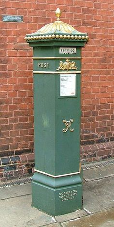 Original bronze-green livery Penfold on High St Rochester, Kent showing enamel Letters flap. Old Mailbox, Antique Mailbox, Vintage Mailbox, London Telephone Booth, Rochester Kent, Window Seat Cushions, Picture Postcards, Post Box, Street Lamp
