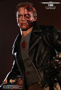 Hot Toys : The Terminator - T-800 (Battle Damaged Version) 1/6th scale Collectible Figure