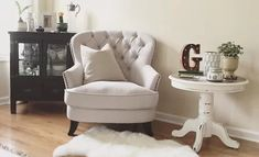 Small Accent Chairs For Living Room Living Room Seating, Accent Chairs For Living Room, Living Room Decor, Bedroom Decor, Master Bedroom Chairs, Comfy Bedroom Chair, Bedroom Sets, Club Chairs, Dining Chairs