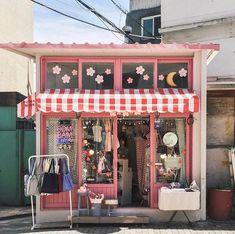Aesthetic Japan, City Aesthetic, Aesthetic Photo, Aesthetic Pictures, Arte Shop, Images Aléatoires, Oldschool, Shop Fronts, Store Design