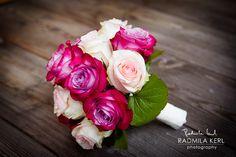 rosé pink rose wedding flower bridal bouquet by (c) radmila kerl wedding photography munich  Kleiner Hochzeits-Brautstrauß mit dunkelrosa und roséfarbenen Rosen für Braut, Trauzeugin, Brautjungfern oder Blumenkind von (c) Radmila Kerl Hochzeitsfotografie München
