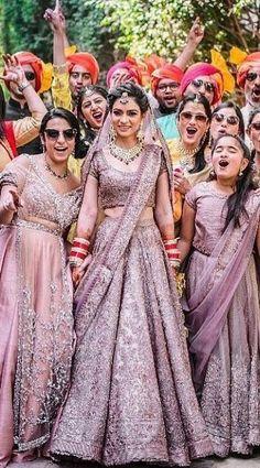 wedding Orange Things z orange do nju Indian Wedding Gowns, Desi Wedding Dresses, Indian Bridal Lehenga, Indian Bridal Outfits, Indian Bridal Wear, Indian Designer Outfits, Sikh Wedding, Wedding Wear, Simple Pakistani Dresses