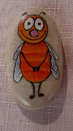 Painted rocks have become one of the most addictive crafts for kids and adults! Want to start painting rocks? Lets Check out these 10 best painted rock ideas below. Pebble Painting, Pebble Art, Stone Painting, Painted Rocks Craft, Hand Painted Rocks, Painted Stones, Rock Painting Ideas Easy, Rock Painting Designs, Stone Crafts
