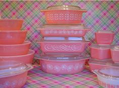 """birdcageblues: pink pyrex right bottom corner is something amazing! My favorite print """"Amish Butterprint"""" in pink, I must find this in real life! Cant wait to start collecting some pink pieces! Pyrex Vintage, Vintage Kitchenware, Vintage Dishes, Vintage Glassware, Vintage Bowls, Vintage Items, Vintage Love, Vintage Pink, Vintage Style"""