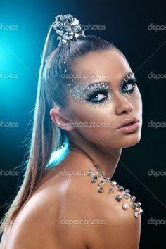 maquillaje y peinado futurista - Buscar con Google