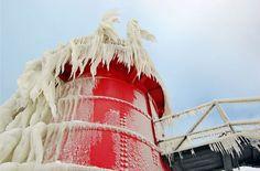 une-jetee-du-lac-michigan-se-transforme-en-magnifiques-sculptures-de-glace-ephemere8