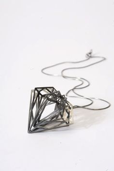 pandamandium:    Myia Bonner_classic diamond necklace