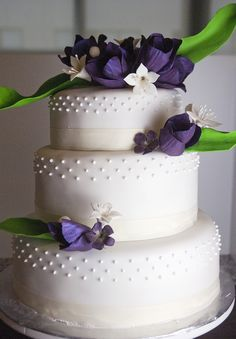 Purple tulip wedding cake