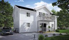 Ett traditionellt, vackert och klassiskt hus i två plan med veranda och balkong. Symmetriskt och ballanserat. Stor luftig entré med trappa till övervåningen. Ett mindre hus med alla moderna bekvämligheter. Övervåningen välkomnar med ett stort allrum och genomsikt åt två håll. Tre stora sovrum på övervåningen med egen sovavdelning för föräldrarna.