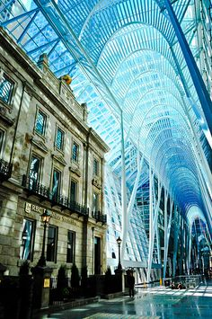 Allen Lambert Galleria at Brookfield Place in Toronto // architect: Santiago Calatrava Santiago Calatrava, Architecture Unique, Futuristic Architecture, Toronto Architecture, Brookfield Place, Toronto Ontario Canada, Amazing Buildings, Places, Design Design