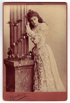 Marguerite Carrère-Xanrof, soprano - Category:Léopold-Émile Reutlinger - Wikimedia Commons Victorian Ladies, Victorian Fashion, Two Sicilies, Soprano, Old Postcards, Image Photography, Portraits, Poses, Statue