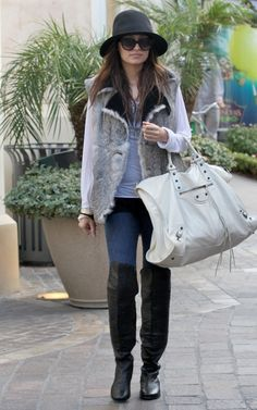 Nicole Richie Shopping at the Grove in Hollywood December 16 2009