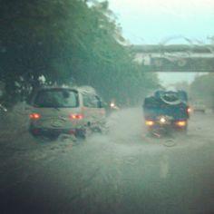 Parts of C5 near SLEX also now flooded #metrounderwater