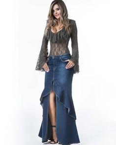 ✨Look Desejo do Dia✨ Label We Love ❤ Sabe aquela Saia Jeans tem que ter da temporada? I would have fun embellishing A low rise skirt, like this! Denim Wedding Dresses, Denim Fashion, Womens Fashion, Cheap Fashion, Mode Jeans, Denim And Lace, Recycled Denim, College Fashion, Denim Outfit