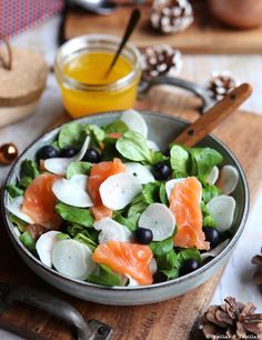 Winter salad with smoked salmon and black radish - winter in and at black - Caprese Salad, Cobb Salad, Radish Salad, Winter Fruit Salad, Eat Smart, Smoked Salmon, Breakfast Casserole, Salmon Recipes, Weeknight Meals