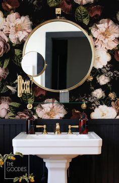 Botanical Wallpaper, Flower Wallpaper, Large Floral Wallpaper, Wall Wallpaper, Wallpaper Toilet, Wallpaper Wallpapers, Wallpaper Designs, Beautiful Wallpaper, Bathroom Wallpaper Vintage