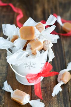 Soft, buttery, melt-in-your-mouth Homemade Christmas Caramels are the perfect holiday gift! Christmas Gift Baskets, Christmas Goodies, Christmas Candy, Homemade Christmas, Christmas Treats, Christmas Diy, Xmas, Holiday Baking, Christmas Baking